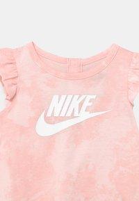 Nike Sportswear - MAGIC CLUB SET - Jersey dress - pink foam - 3