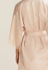 OYSHO - MIT SPITZE - Dressing gown - beige - 4