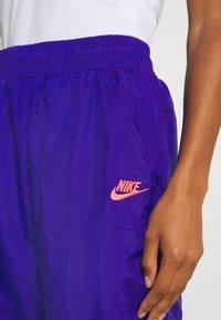 Nike Performance - PANT - Joggebukse - ultramarine/hot lime/white/solar red - 5