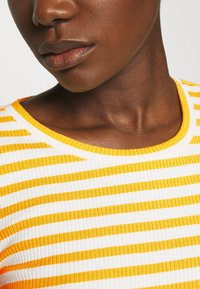 Selected Femme - SLFANNA CREW NECK TEE - Long sleeved top - citrus/snow white - 5