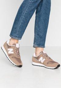 New Balance - WL373 - Sneakersy niskie - tan - 0