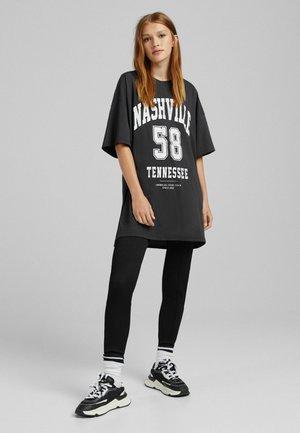 OVERSIZED - T-shirt imprimé - mottled black