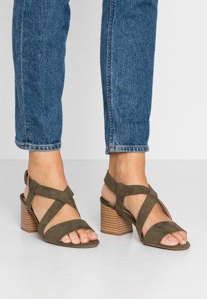 WIDE FIT BEAMER EASY CROSS OVER STACK HEEL - Sandals - khaki