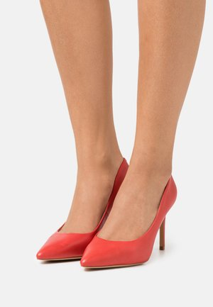 THENDAN - Klassiske pumps - red
