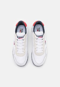 Tommy Jeans - LIFESTYLE MIX RUNNER - Sneakers basse - white - 3