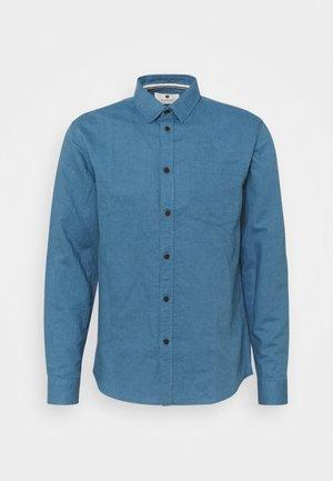 AKLOUIS SHIRT - Camisa - copen blue