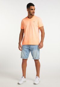 Petrol Industries - Basic T-shirt - fiery coral - 1