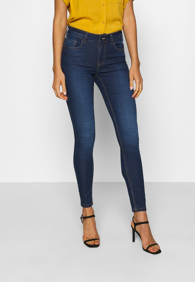 JDYNEWNIKKI LIFE - Jeansy Skinny Fit - medium blue denim