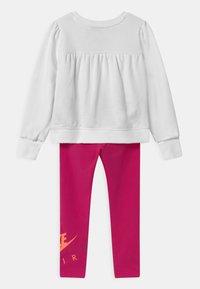 Nike Sportswear - AIR SET - Survêtement - fireberry - 1
