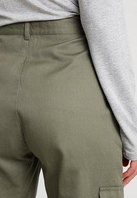 Missguided Petite - PLAIN CARGO TROUSER - Trousers - khaki - 4
