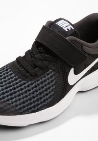 Nike Performance - REVOLUTION 4 - Neutrala löparskor - black/anthracite/white - 5