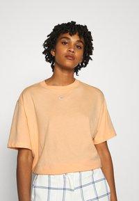 Nike Sportswear - T-shirt basique - orange - 0