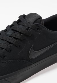 Nike SB - CHARGE SLR - Matalavartiset tennarit - black