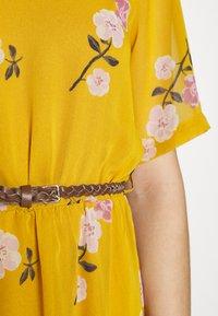 Vero Moda - VMFALLIE BELT DRESS - Kjole - chai tea/newfallie - 7
