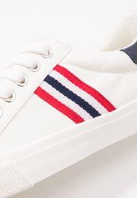 Miss Selfridge - TYPE STRIPE TRAINER - Sneakers - white/blue/red - 2