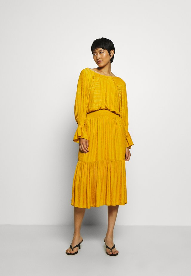 VANAYAGZ LONG DRESS  - Vapaa-ajan mekko - golden yellow