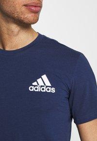 adidas Performance - Print T-shirt - crenav/white - 4