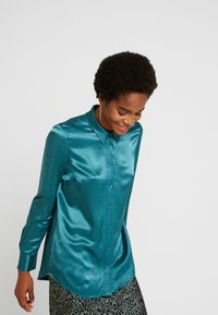 Forever New - MARTHA MILITARY  - Button-down blouse - green - 3