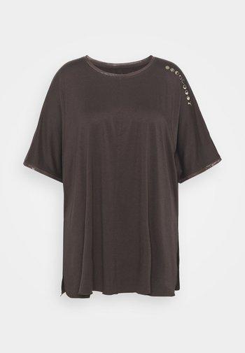 EXHALEBOYFRIEND TEE  - Print T-shirt - after dark