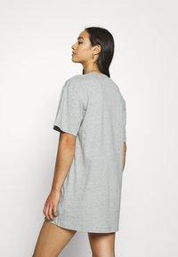 Nike Sportswear - Vestido ligero - dark grey heather/white - 2