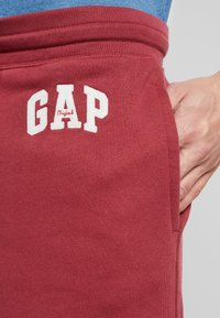 GAP - ORIG ARCH - Pantalones deportivos - indian red - 3