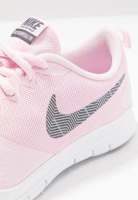 Nike Performance - WMNS NIKE FLEX ESSENTIAL TR - Sportovní boty - pink foam/thunder grey/pale pink - 5