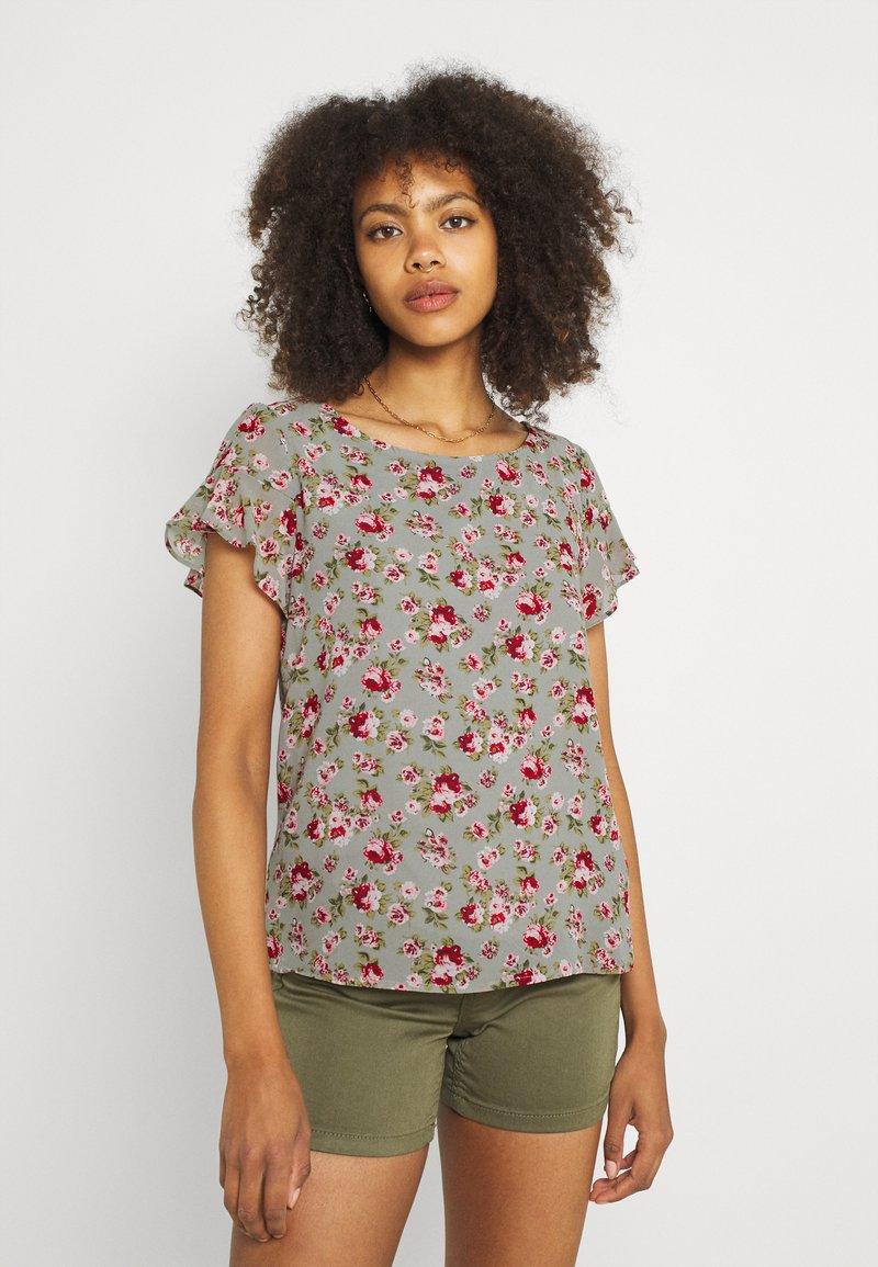 Vila - VIMILINA FLOWER - Print T-shirt - green milieu/red/pink