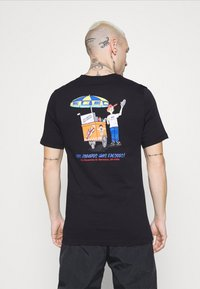 Nike Sportswear - TEE FOOD CART - T-shirt print - black - 2