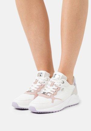 GOA - Sneaker low - white/light grey