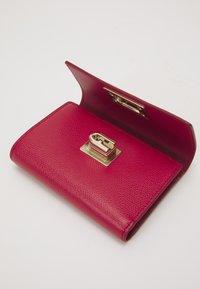 Furla - COMPACT WALLET - Peněženka - ruby - 5
