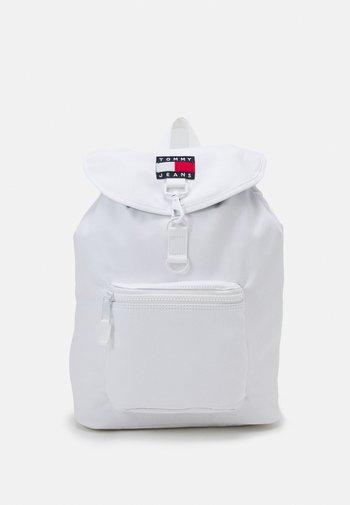 HERITAGE FLAP BACKPACK UNISEX - Batoh - white