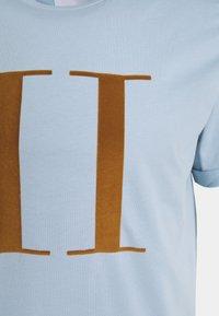 Les Deux - ENCORE  - Print T-shirt - dust blue/stone brown - 2