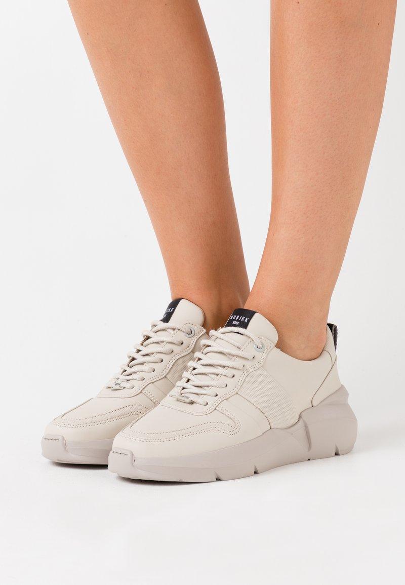 Nubikk - LUCY MAY - Sneakers basse - desert