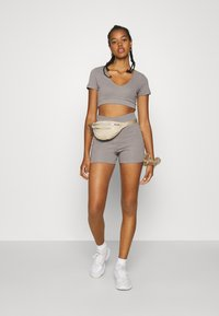 Nly by Nelly - WRAP WAIST MINI SET - Tracksuit bottoms - gray - 1