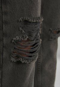 BDG Urban Outfitters - DESTROY MOM - Relaxed fit jeans - washed black - 5