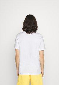 Nike Sportswear - TEE FESTIVAL PHOTO - T-shirt med print - white - 2