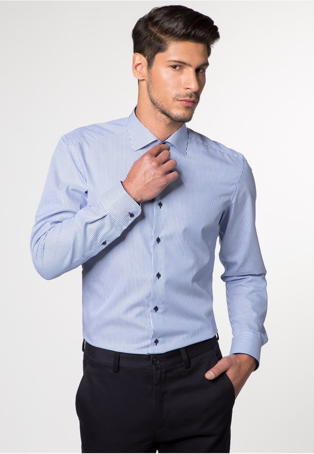 SLIM FIT - Business skjorter - hellblau