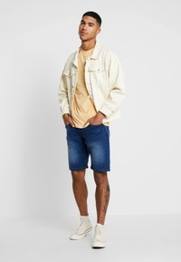 Redefined Rebel - SYDNEY TERRY - Denim shorts - rotos blue - 1