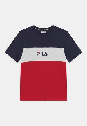 BETTY BASIC BLOCKED TEE UNISEX - T-shirts print - true red/black iris/bright white