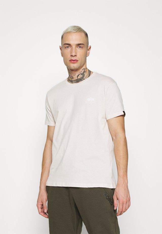 BASIC SMALL LOGO - Basic T-shirt -  jet stream white