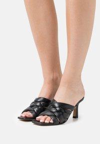 Minelli - Pantofle na podpatku - noir - 0