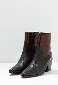 Shoe The Bear - GEORGIA MIX - Cowboy/biker ankle boot - bordeaux - 4