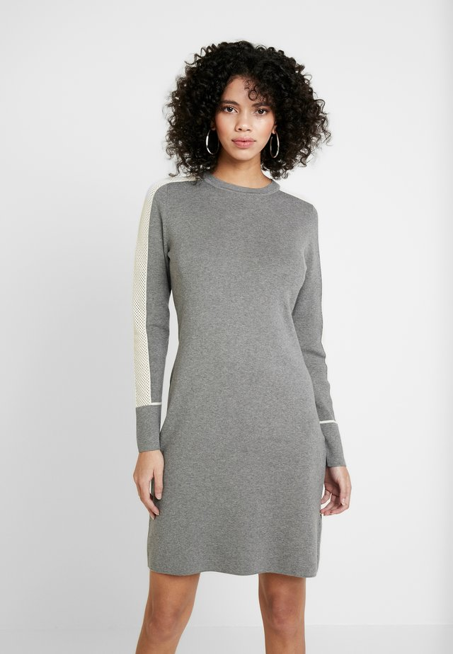 DRESS - Gebreide jurk - grey