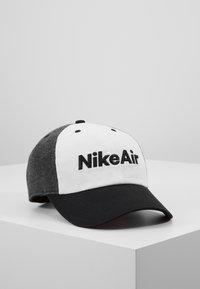 Nike Sportswear - AIR - Kšiltovka - black/white/carbon heather - 0