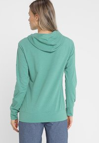 Vaude - WOMENS TUENNO PULLOVER - Long sleeved top - nickel green - 2
