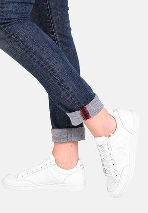 COURT CLAY - Sneakersy niskie - white
