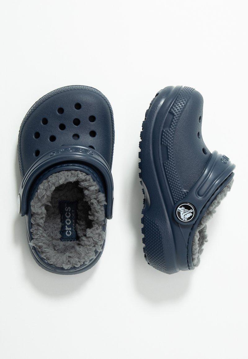 Crocs - CLASSIC LINED - Klapki - navy/charcoal