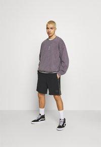 Quiksilver - NATIVE WALKSHORT - Shorts - black - 1