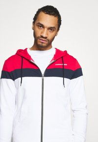 Jack & Jones - JJSHAKE ZIP HOOD - Zip-up hoodie - white - 3