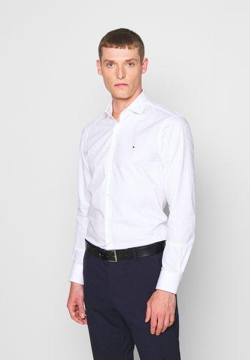 GER POPLIN CLASSIC - Formální košile - white